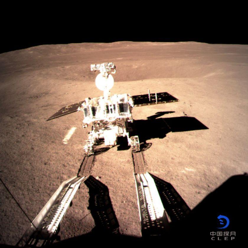 Il rover Yutu-2 inizia a esplorare il lato oscuro della luna