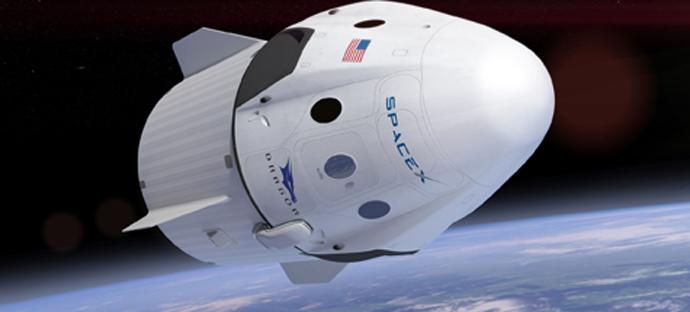 Una simulazione al computer del Drago Equipaggio che vola in orbita attorno alla Terra
